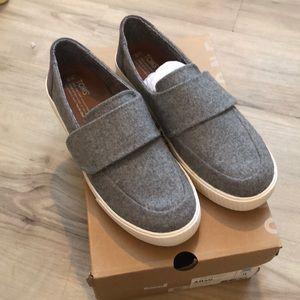 Toms Altair gray Felt Suede shoes